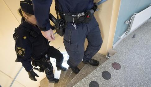 Fredrik Sandberg/TT När polisen skulle kontrollera en lägenhet där nycklarna satt kvar i dörren hittades en cannabisodling. Arkivbild.
