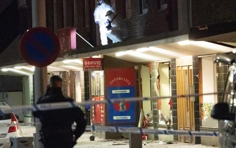 Johan Nilsson/TT Polisens kriminaltekniker på plats efter explosionen på Östergatan i Landskrona i slutet av december. Arkivbild