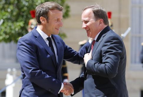 Francois Mori/AP/TT Frankrikes president Emmanuel Macron och statsminister Stefan Löfven möttes i Paris.