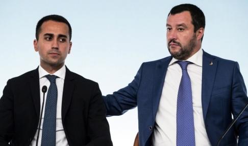 Angelo Carconi/AP/TT Hur länge kan Femstjärnerörelsens ledare Luigi Di Maio och Legas motsvarighet Matteo Salvini hålla ihop sin regering? Arkivbild.