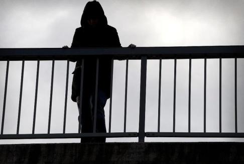 CLAUDIO BRESCIANI / TT Regeringen vill se ett förbud mot att hetsa eller uppmana till självmord. I dag överlämnas en rapport till regeringen där frågan har utretts. Arkivbild.
