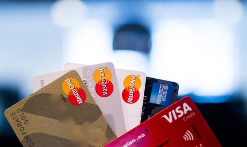 Jon Olav Nesvold / NTB scanpix / TT / I snitt får människor i sig mikroplast motsvarande ett kreditkort i veckan, enligt en ny studie. Arkivbild.