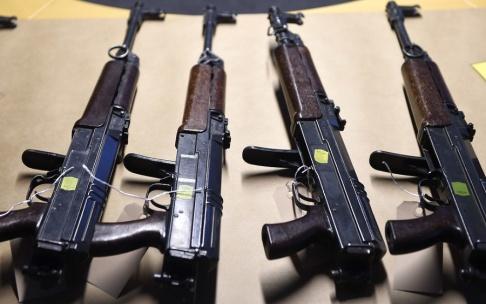 Björn Lindgren/TT Polisen beslagtog 1 180 skjutvapen förra året vilket är ett rekord. Arkivbild.