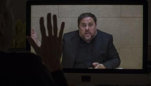 Emilio Morenatti/AP/TT Kataloniens tidigare vicepresident Oriol Junqueras, den av de tolv åtalade som riskerar längst fängelsestraff, under en intervju i slutet av maj via videolänk från fängelset i Madrid.