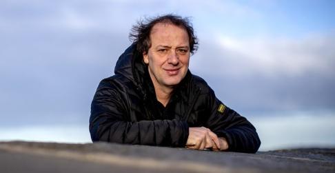 """Adam Ihse/TT Christian Azar är professor i energi och miljö på Chalmers och har skrivit boken """"Makten över klimatet"""". Han ser två viktiga perspektiv i debatten om Preemraffs utbyggnad, men tycker själv att utsläppen av koldioxid måste ses med hela EU som utgångspunkt. Arkivbild."""