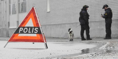 Pontus Stenberg/TT Polisen kan ännu inte fastställa huruvida nattens knivskärning har samband med veckans tidigare våldshändelser i Örebro. Bild från i onsdags.