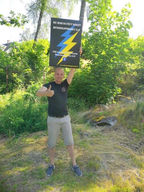 Peder Blohm Bokenhielm från Bensinupproret 2.0 uppmanade medlemmarna att hjälpa till genom att Swisha så att föreningen kan medverka i Almedalen. Det tog mindre än ett dygn att få ihop mer än de behövde. Foto: Privat.