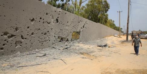 Hamza Turkia/AP/TT Våldsamma konflikter rasar i Libyen. Bild tagen i Tajoura, öster om Tripoli, tidigare i juni.