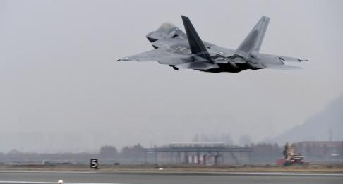 Yonhap/AP/TT USA skickar flera flyg av typen F-22 Raptor till Qatar. Arkivbild.