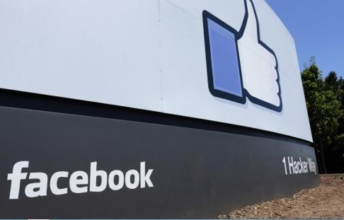 Ben Margot/AP/TT En skylt vid Facebooks huvudkontor i Menlo Park i Kalifornien i USA. Arkivbild.