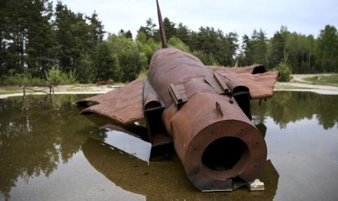Johan Nilsson/TT Brandskum med PFAS användes bland annat i Kallinge där försvaret hade sina brandövningar under flera år. Kemikalien gick ner i grundvattnet och de boende i Kallinge fick i sig vatten med PFAS-halter långt över gränsvärdet. Arkivbild.