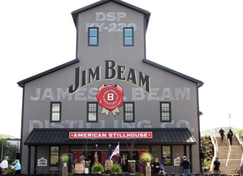 Bruce Schreiner/AP/TT Vädrets makter har slagit till mot världens whiskeyälskare. På bilden destilleri i Clearmont, Kentucky. Arkivbild.