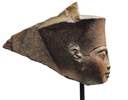 Christie's/AP/TT En 3 000 år gammal skulptur av den egyptiske faraon Tutankhamon har sålts för över 55 miljoner kronor.