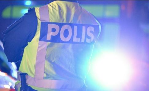 Johan Nilsson/TT En man i 50-årsåldern har fått flera knivhugg i benen. Gärningsmännen flydde på moped. Arkivbild.
