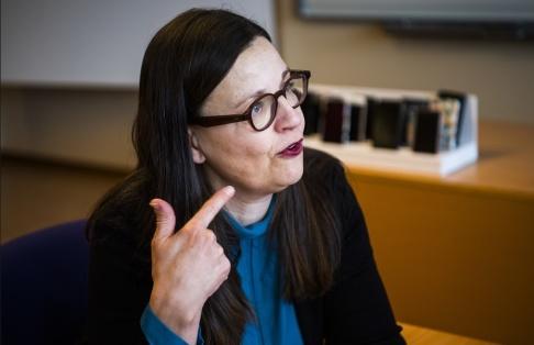 """Simon Eliasson/TT """"Vi vill att lärarna ska slippa lägga så mycket tid på administrativa uppgifter, så de får tid till undervisningen"""", säger utbildningsminister Anna Ekström (S). Arkivbild."""