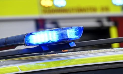 Johan Nilsson/TT Flera bilar har förstörts i en brand i Uppsala. Polisen misstänker att branden är anlagd. Arkivbild.