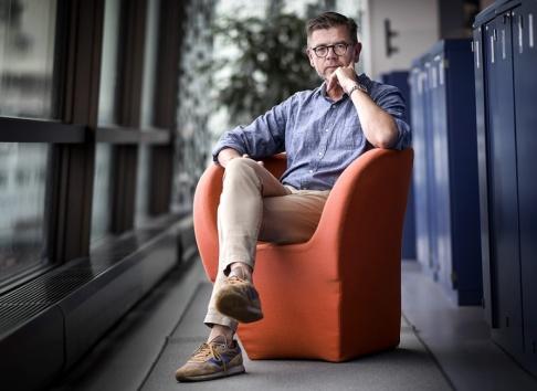 """Pontus Lundahl/TT """"Skollagen är väldigt tydlig med att eleverna ska lära sig om mänskliga rättigheter och de grundläggande demokratiska värderingarna. Vill man driva skola i Sverige får man vara beredd att följa de reglerna"""", säger regeringens utredare Lars Arrhenius."""