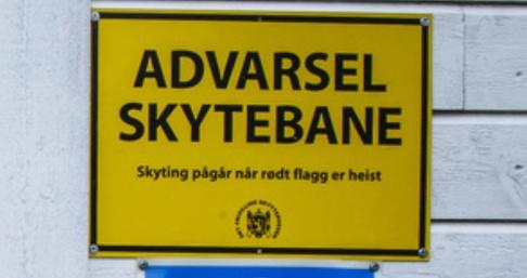 Heiko Junge/NTB Scanpix/TT En norsk kvinna lade sig och solade på en skjutbana och skrämdes av plötslig skottlossning. Arkivbild.