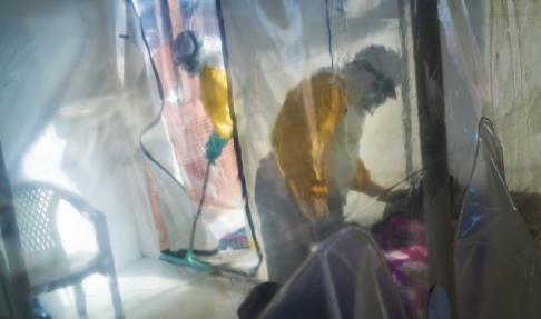 Jerome Delay/AP/TT Nu har det som hjälpinsatsen fruktat hänt – ebolautbrottet har spridit sig till miljonstaden Goma i Kongo-Kinshasa nära gränsen mot Rwanda. Över 1600 människor har hittills dött i utbrottet. Bilden är tagen i Beni, 13 juli 2019.