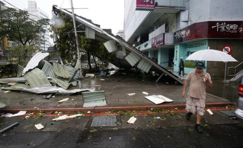 Wally Santana/AP/TT Taiwan varnar för årets första tyfon. Bilden är från 2015 då tyfonen Soudelor drabbade ön. Arkivbild.