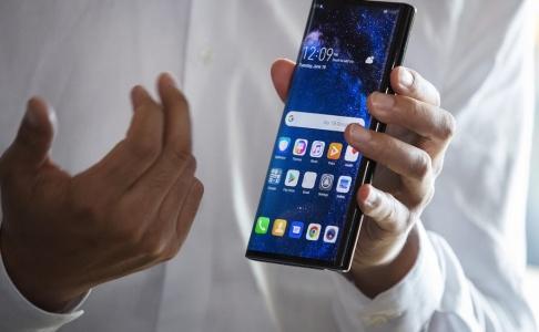 Magnus Andersson/TT Det nya 5G-nätet kan göra det svårt för europeiska poliser att spåra kriminella via deras mobiltelefoner. Arkivbild.