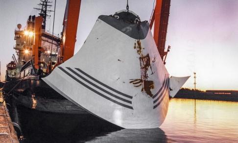 Anders Wiklund / TT / Bärgningsfartyget Ugland står intill kajen i Hangö, Finland, 19 november 1994 efter att ha bärgat bogvisiret till passagerarfärjan M/S Estonia som förliste ute på Östersjön mellan finska Utö och estniska Dagö. Arkivbild.