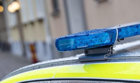 Johan Nilsson/TT Polis beordrades till Gränby där flera personer uppges ha attackerat en grupp andra män i bil. Arkivbild.