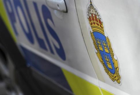 Johan Nilsson/TT En kvinna har hittats död i en lägenhet norr om Stockholm. En man är gripen och ska förhöras. Arkivbild.