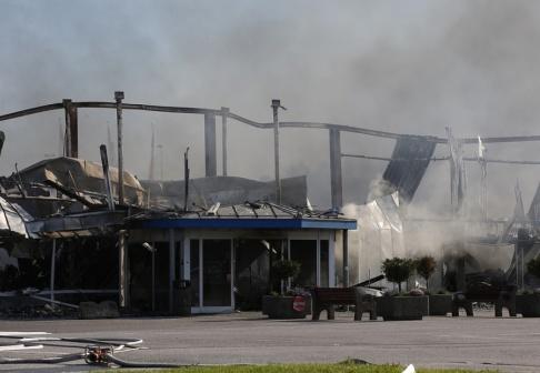 Fredrik Persson/TT En färgaffär i Norrtälje kommun brann ner under morgonen.