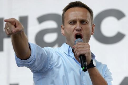 Pavel Golovkin Den ryske oppositionsledaren Alexej Navalnyj talar under en protest 20 juli.