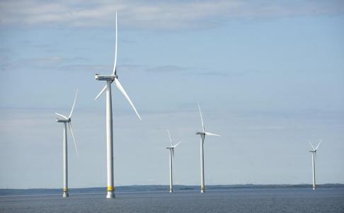 FREDRIK SANDBERG / TT Försvaret och vindkraftsindustrin konkurrerar om samma områden i havet. Arkivbild.