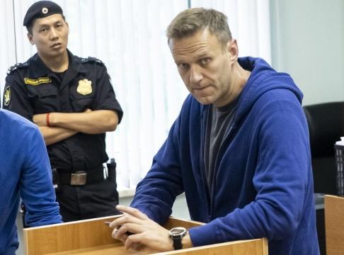 Pavel Golovkin/AP/TT Aleksej Navalnyj i rätten. Arkivbild.