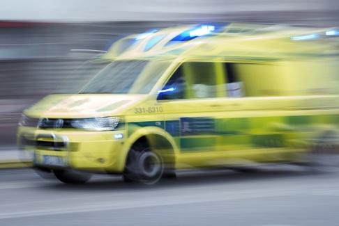 Stina Stjernkvist/TT Ambulansen tvingades bromsa hälftigt. Arkivbild.