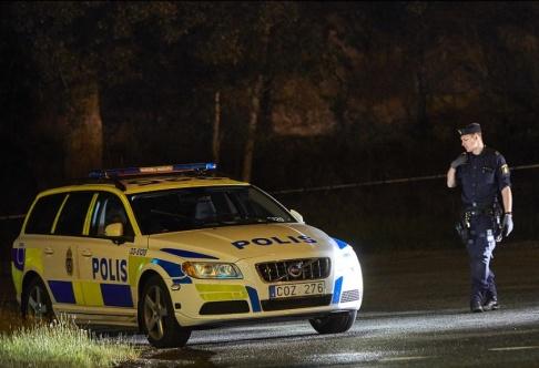 Fredrik Persson /TT Polisen har spärrat av ett område i Sollentuna där ett mord ägt rum.