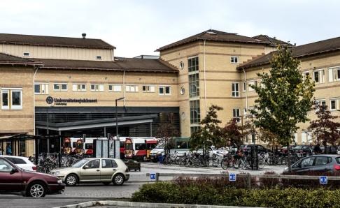 Tomas Oneborg / SvD / TT Mannen har förts med ambulans till universitetssjukhuset i Linköping. Arkivbild.