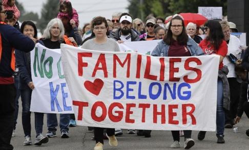 Elaine Thompson/AP/TT Hanteringen av papperslösa invandrare är en stor tvistefråga i USA. Här en demonstration i delstaten Washington i juli.