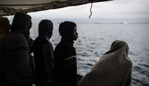 Olmo Calvo/AP/TT På bilden syns räddade migranter ombord på fartyget Open Arms. Bilden är från december i fjol.