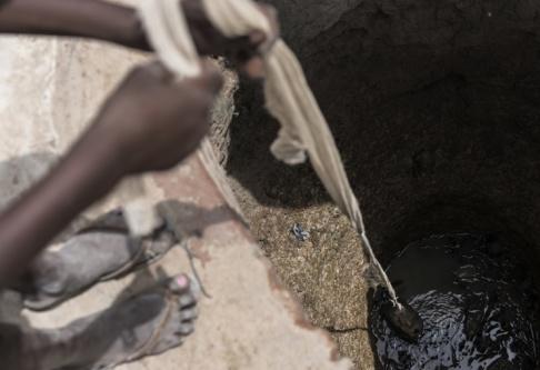 Mackenzie Knowles-Coursin/AP/TT Smutsigt, bakteriefyllt dricksvatten är ett stort problem i stora delar av världen. Arkivbild.