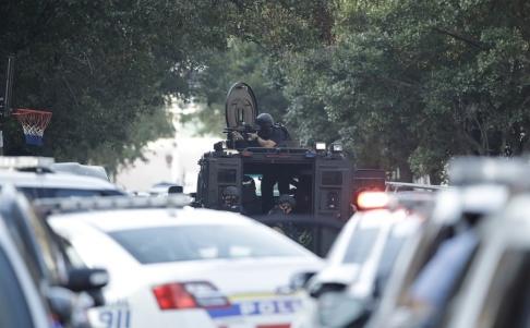AP/TT Polisens specialinsatsstyrka på plats vid fastigheten.