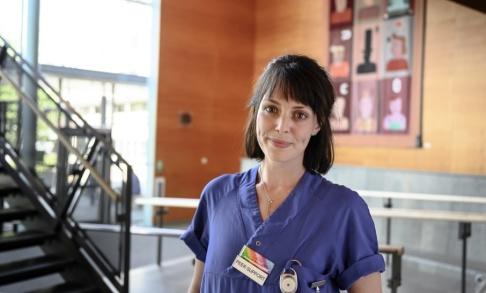 Björn Larsson Rosvall/TT Tess Johansson är en av de två anställda på avdelningen för personer med självskadebeteende som själv har erfarenhet av problemet