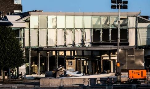 Olafur Steinar Gestssoon/Ritzau Scanpix/TT Skadorna blev omfattande på den danska skattemyndighetens byggnad på Østerbro i Köpenhamn, som den 6 augusti utsattes för ett sprängdåd. Arkivbild.