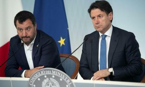 Maurizio Brambatti/AP/TT Italiens inrikesminister och vice premiärminister Matteo Salvini, till vänster, och premiärminister Giuseppe Conte, till höger. Arkivbild.
