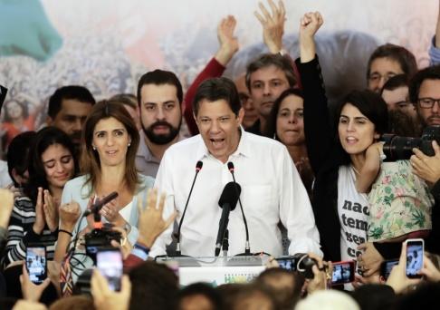 Andre Penner/AP/TT Fernando Haddad under presidentvalskampanjen 2018.