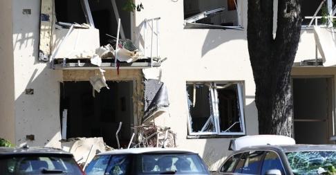 Jeppe Gustafsson/TT Ett 20-tal personer skadades lindrigt vid en kraftig explosion i Linköping den 7 juni. Ett hundratal lägenheter fick skador på fönster och balkonger.