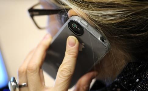 Anders Wiklund/ TT En kvinna i 75-årsåldern lurades på över 120 000 kronor av en telefonbedragare. Arkivbild.