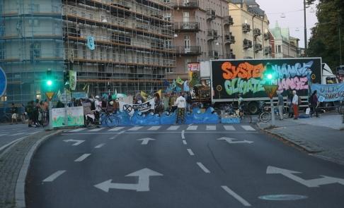 Andreas Hillergren/TT Hundratals personer deltog i klimataktionen i Malmö under lördagen, tidigt på söndagsmorgonen omhändertogs ett flertal personer.