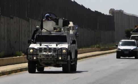 Mohammed Zaatari/AP/TT FN-styrkor på patrullering på den libanesiska sidan av Libanon-Israel-gränsen.