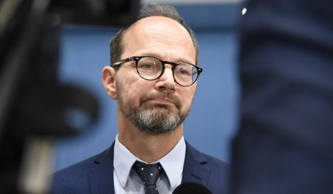 Thommy Tengborg/TT Infrastrukturminister Tomas Eneroth (S) hoppas kunna bjuda in till nya samtal om höghastighetsbanor snart. Men det sade han i januari också.