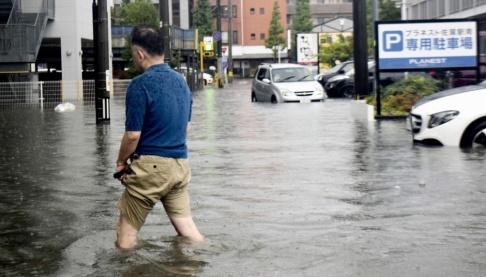 Kyodo News/AP/TT Saga i sydvästra Japan har drabbats hårt av kraftiga skyfall