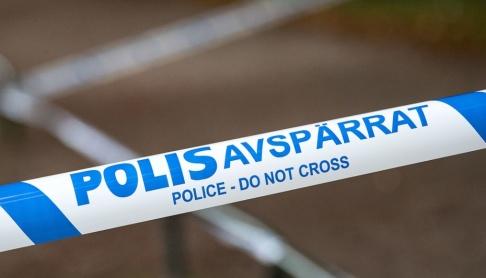 Johan Nilsson/TT Polisen spärrade av ett område i Kronogården i Trollhättan efter skottlossning. Arkivbild.